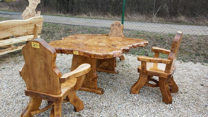Bild 6: Rustikale Tische, Stühle, Bänke aus Massivholz