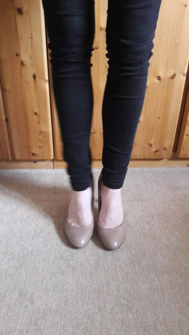 Beige High-Heels / Hohe Schuhe von 5th Avenue - Größe 40 - Bild 1