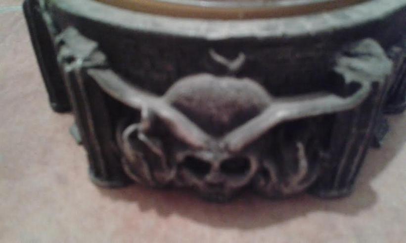 Aschenbecher mit Drachenkopf