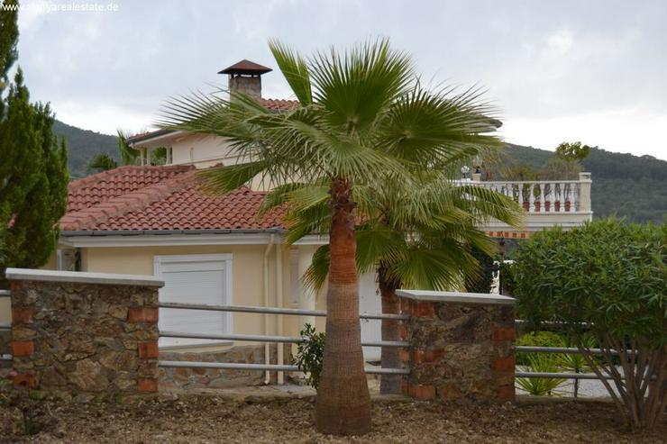 Exclusive Villa mit privatem Pool in sehr gepflegtem Villenpark - Haus kaufen - Bild 1