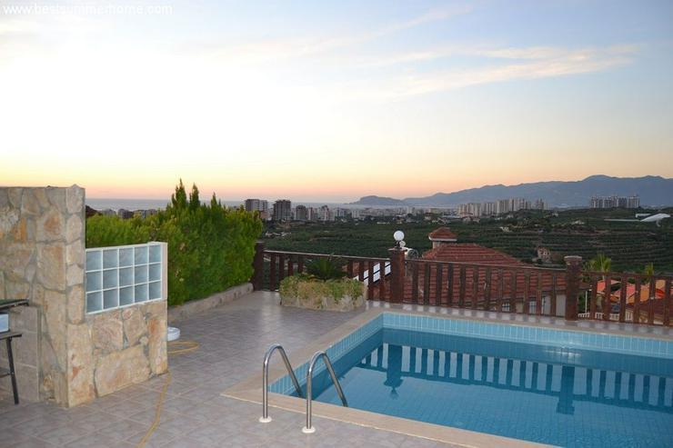Bild 2: ***ALANYA REAL ESTATE*** Schöne Bungalow Villa mit riesen Pool und Panoramablick in Top L...