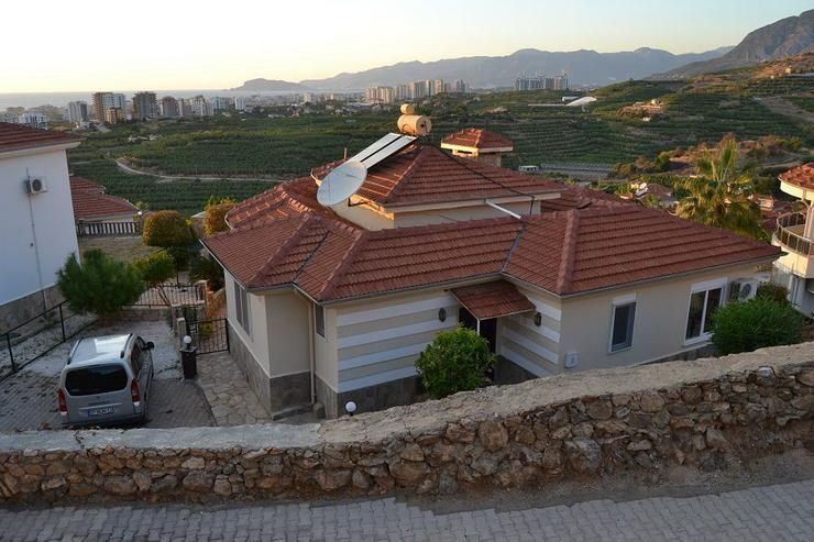 ***ALANYA REAL ESTATE*** Schöne Bungalow Villa mit riesen Pool und Panoramablick in Top L... - Haus kaufen - Bild 1