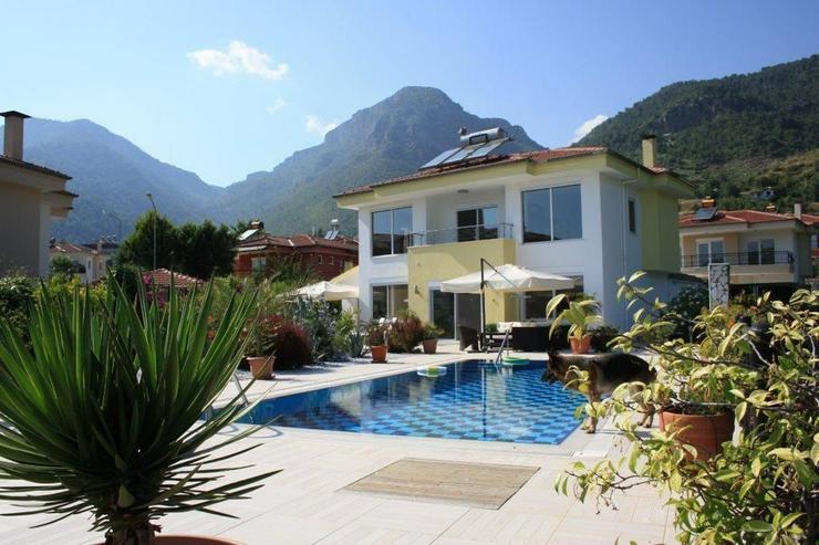 Exclusive Luxusvilla in Alanya / Oba - Auslandsimmobilien - Bild 1