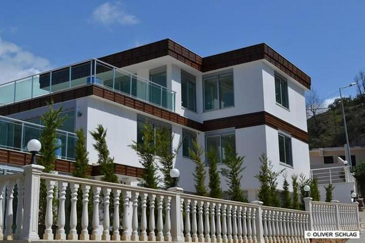 Bild 2: ZU VERMIETEN !!! Neues modernes Luxus-Apartment mit privatem Pool