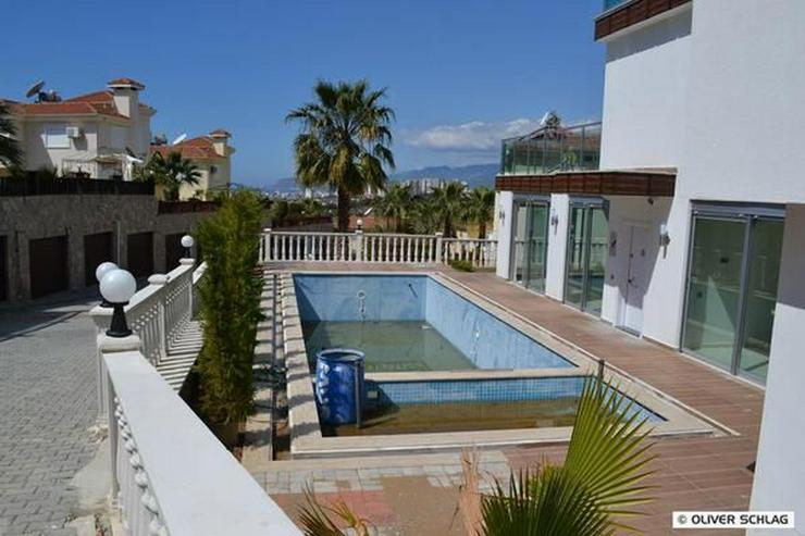 Bild 4: ZU VERMIETEN !!! Neues modernes Luxus-Apartment mit privatem Pool