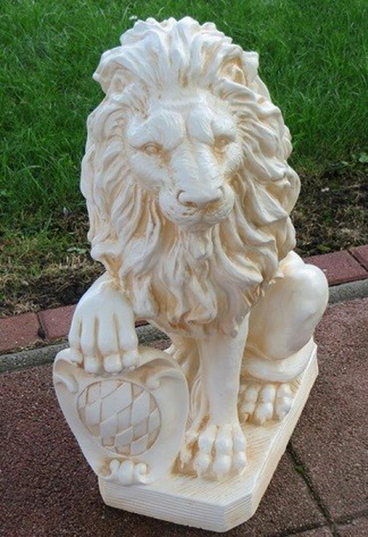 Bild 2: Torwächter 2 Löwen links und rechts
