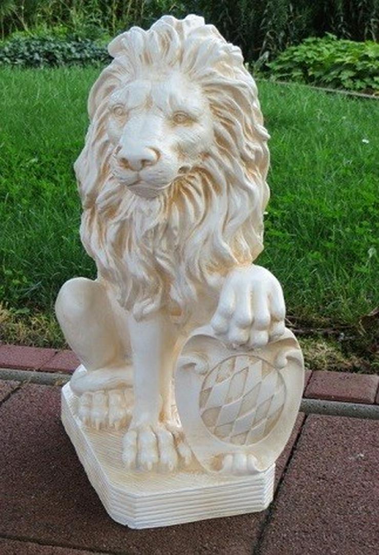 Bild 3: Torwächter 2 Löwen links und rechts