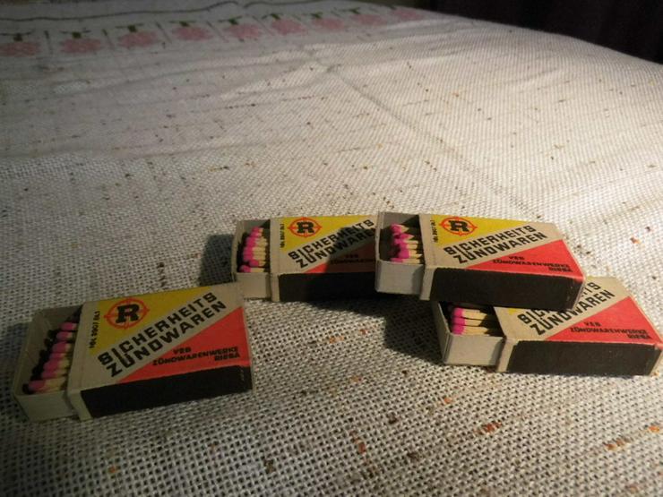 Bild 4: Vier Schachteln Streichhölzer aus der ehemalig