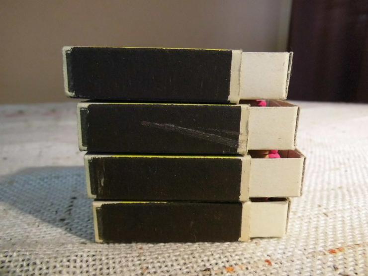 Bild 6: Vier Schachteln Streichhölzer aus der ehemalig