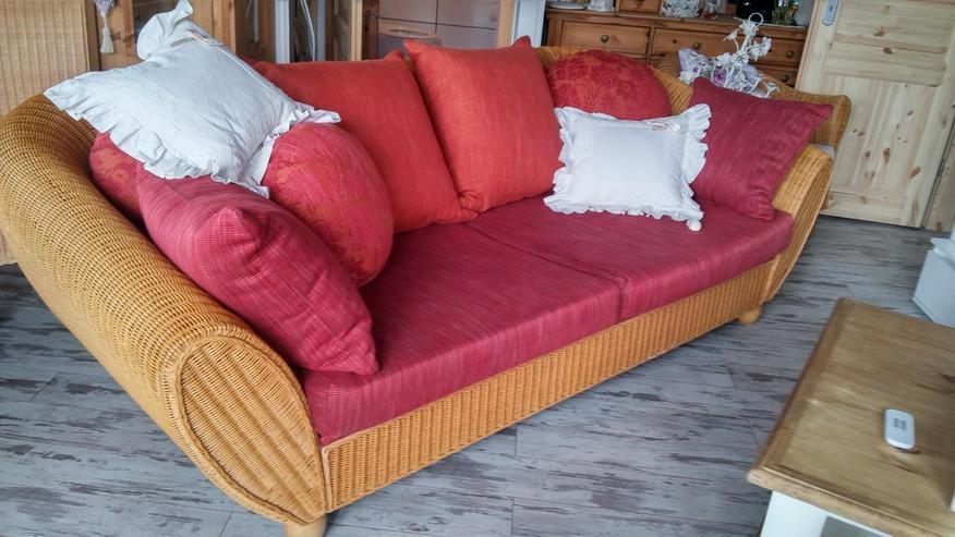Schönes Rattan Sofa mit Kissen