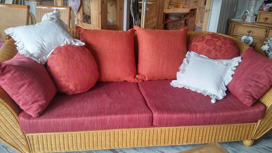 Bild 2: Schönes Rattan Sofa mit Kissen