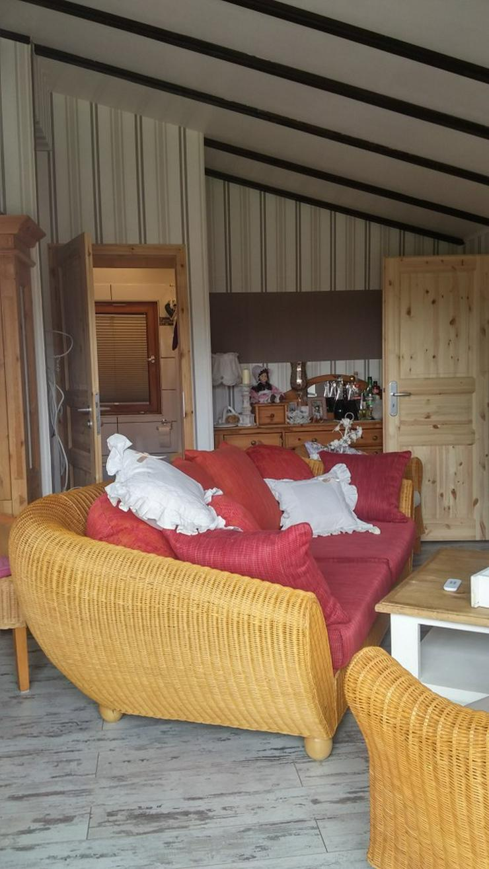 Bild 3: Schönes Rattan Sofa mit Kissen