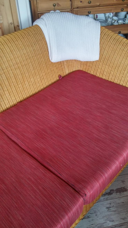 Bild 6: Schönes Rattan Sofa mit Kissen