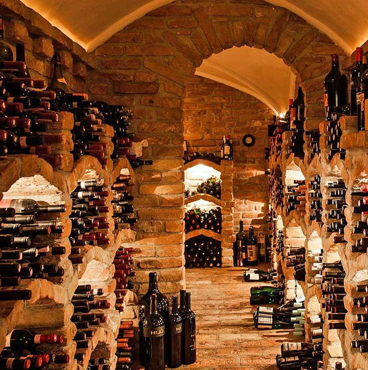 Wein-Keller-Auflösun?g mit 1100 TOP-Weinen