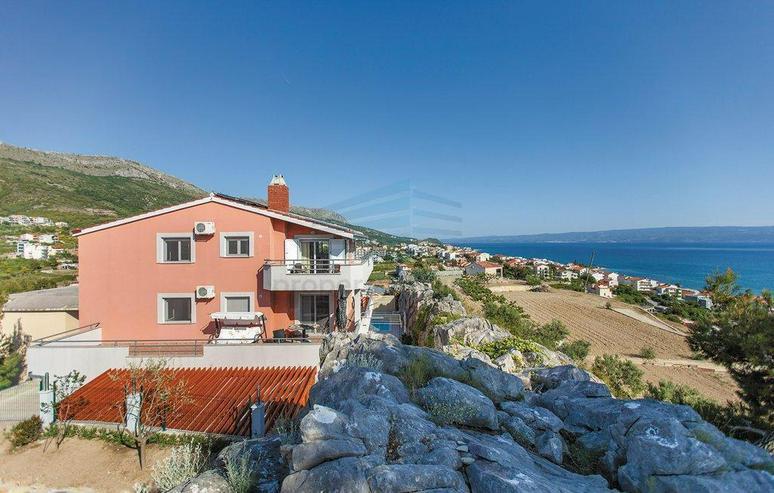 Bild 2: Wunderschönes Ferienhaus mit Pool, 3 Wohnungen, 9 Schlafzimmern und 6 Bäder in Split Kro...