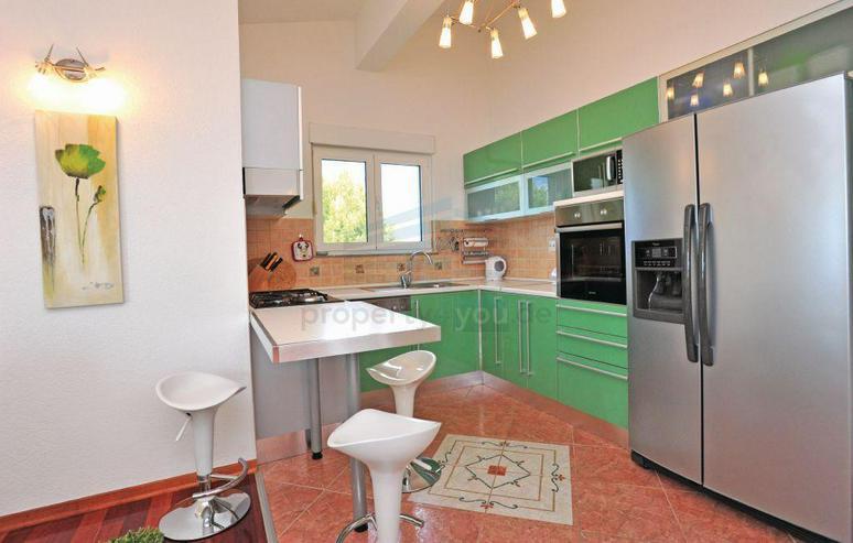 Bild 6: Wunderschönes Ferienhaus mit Pool, 3 Wohnungen, 9 Schlafzimmern und 6 Bäder in Split Kro...