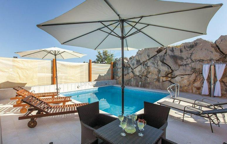 Bild 3: Wunderschönes Ferienhaus mit Pool, 3 Wohnungen, 9 Schlafzimmern und 6 Bäder in Split Kro...