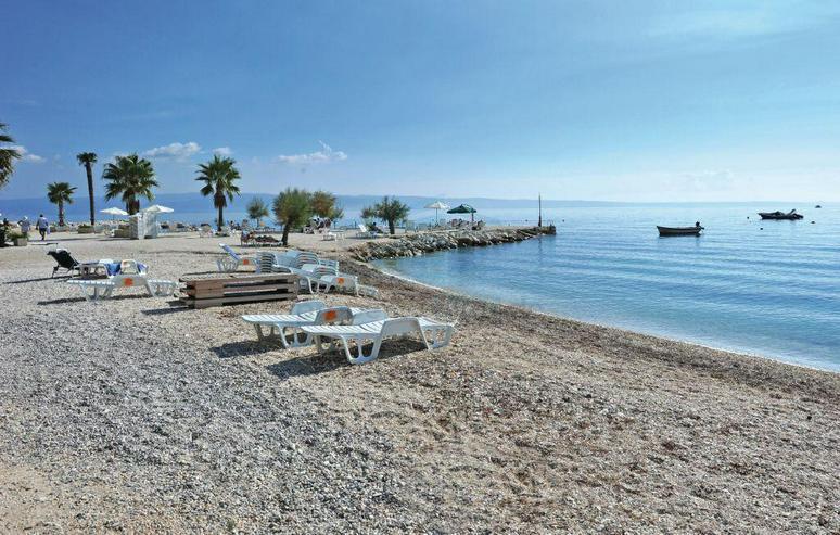 Wunderschönes Ferienhaus mit Pool, 3 Wohnungen, 9 Schlafzimmern und 6 Bäder in Split Kro... - Haus kaufen - Bild 1