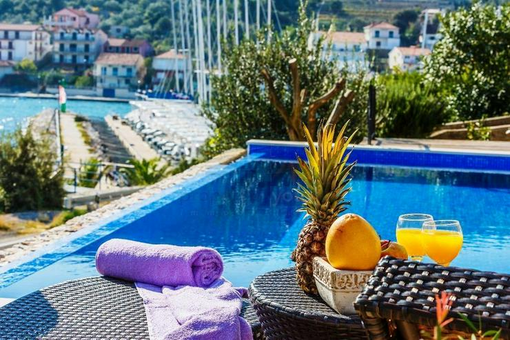 Bild 2: Kroatien - Haus mit Schwimmbad und Traum Meerblick in Marina bei Trogir
