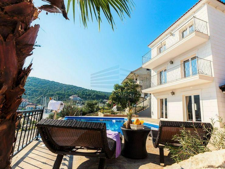 Bild 4: Kroatien - Haus mit Schwimmbad und Traum Meerblick in Marina bei Trogir