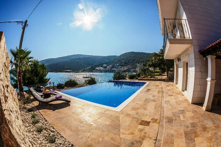 Bild 5: Kroatien - Haus mit Schwimmbad und Traum Meerblick in Marina bei Trogir