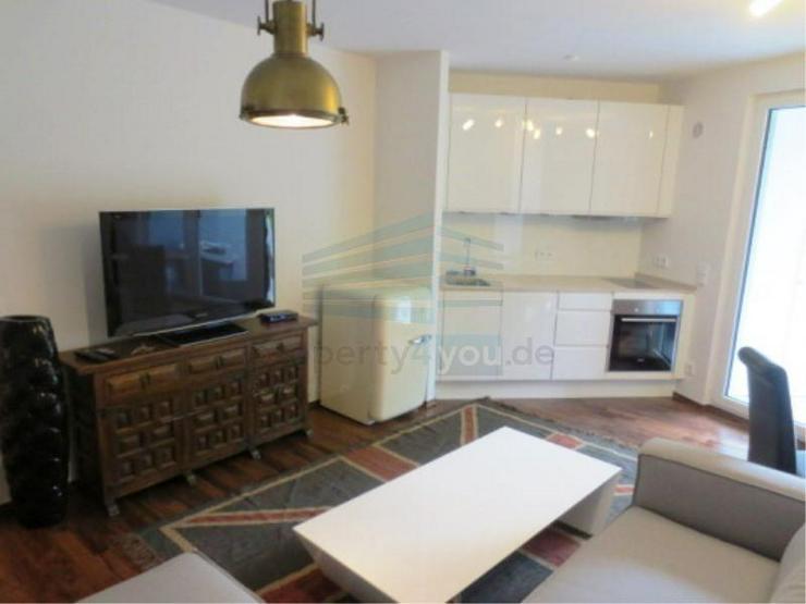 Exklusiv eingerichtetes Lifestyle-Apartment mit Terrasse und Stellplatz in München - Pasi... - Wohnen auf Zeit - Bild 1