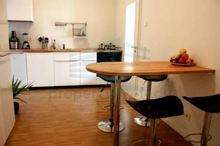 Großes 1,5-Zimmer-Apartment über den Dächern von München
