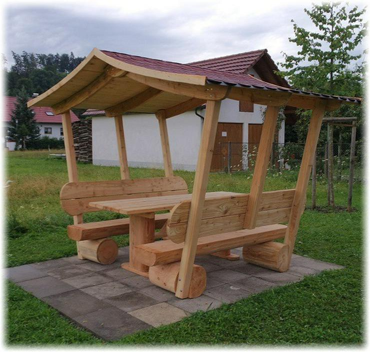 Überdachte Gartenmöbel.Holzmöbel.Sitzmöbel.