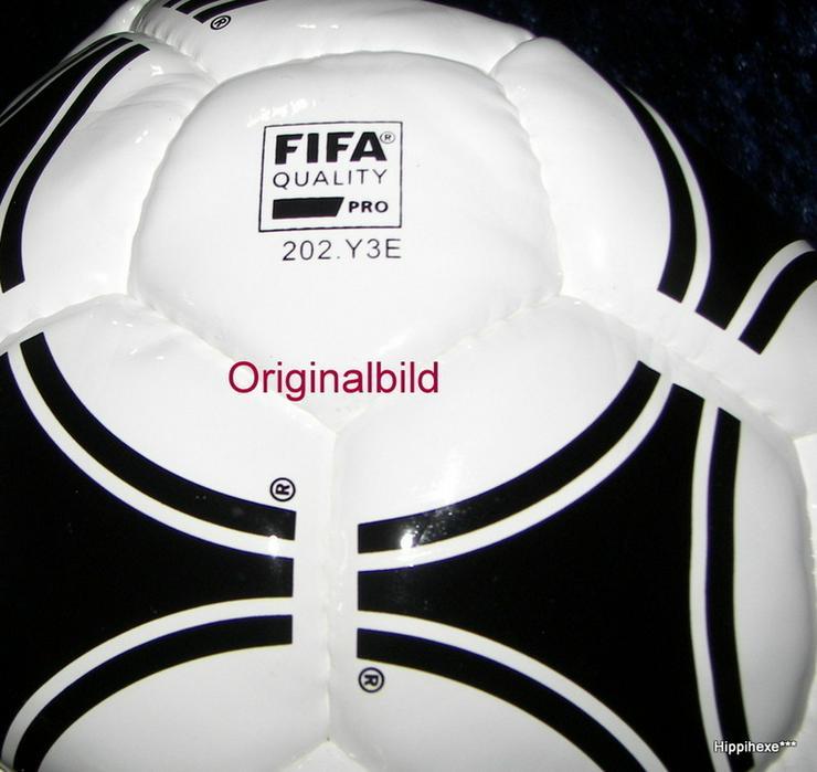 Bild 4: Fußball mit Signatur von Thomas Müller
