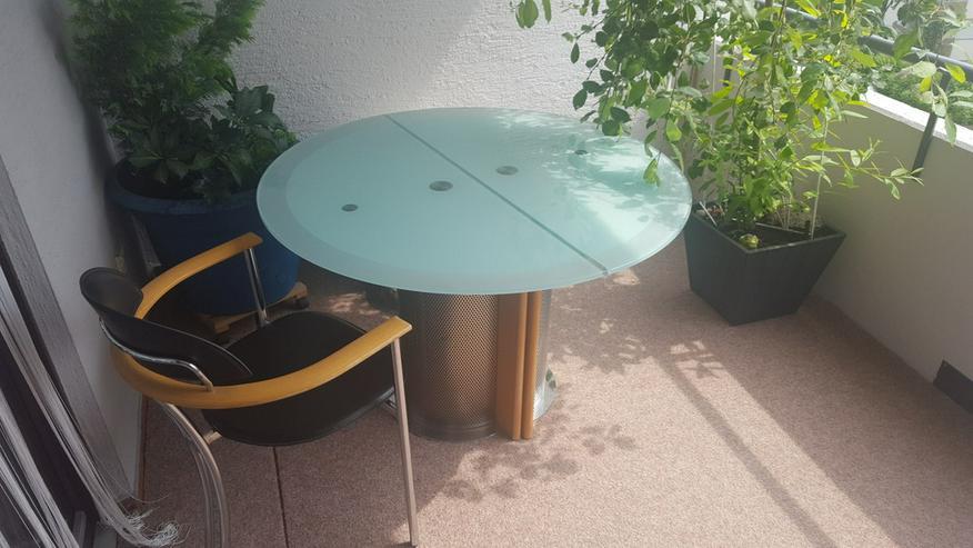Bild 2: Esstisch mit 4 Stühlen