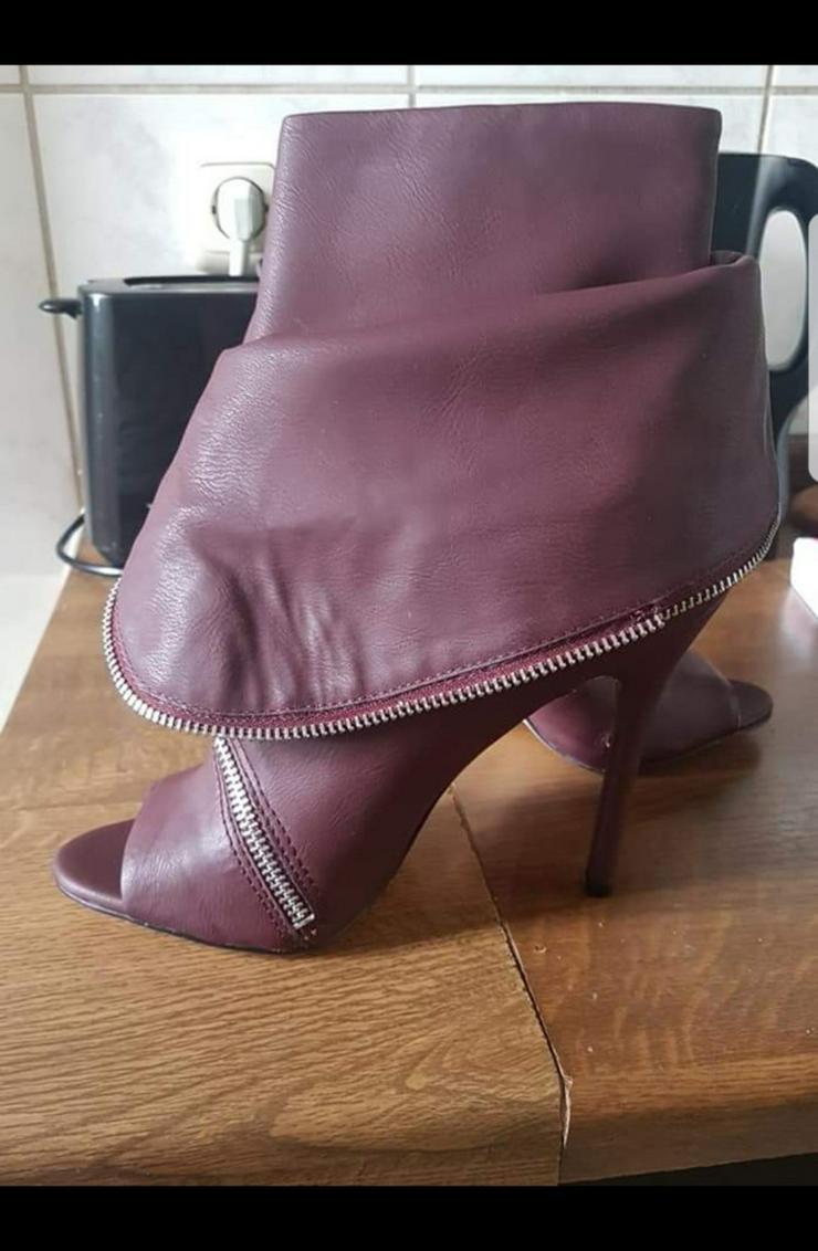 Bild 3: Schuhe