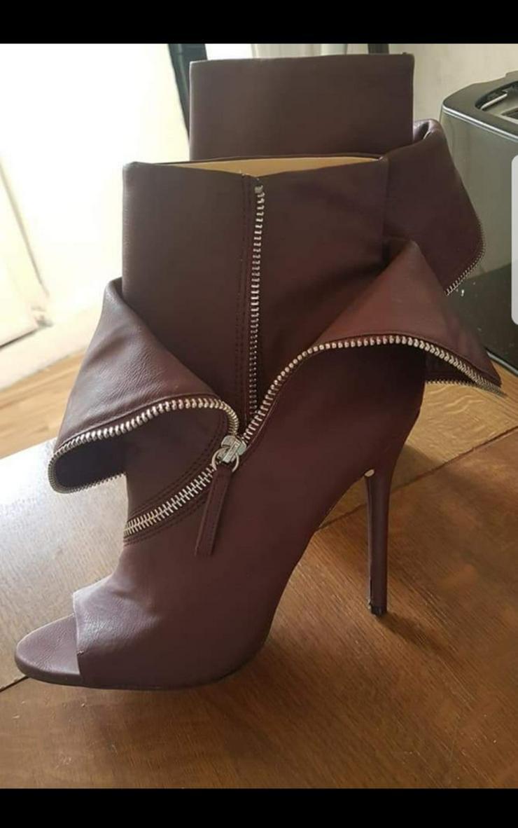 Bild 2: Schuhe