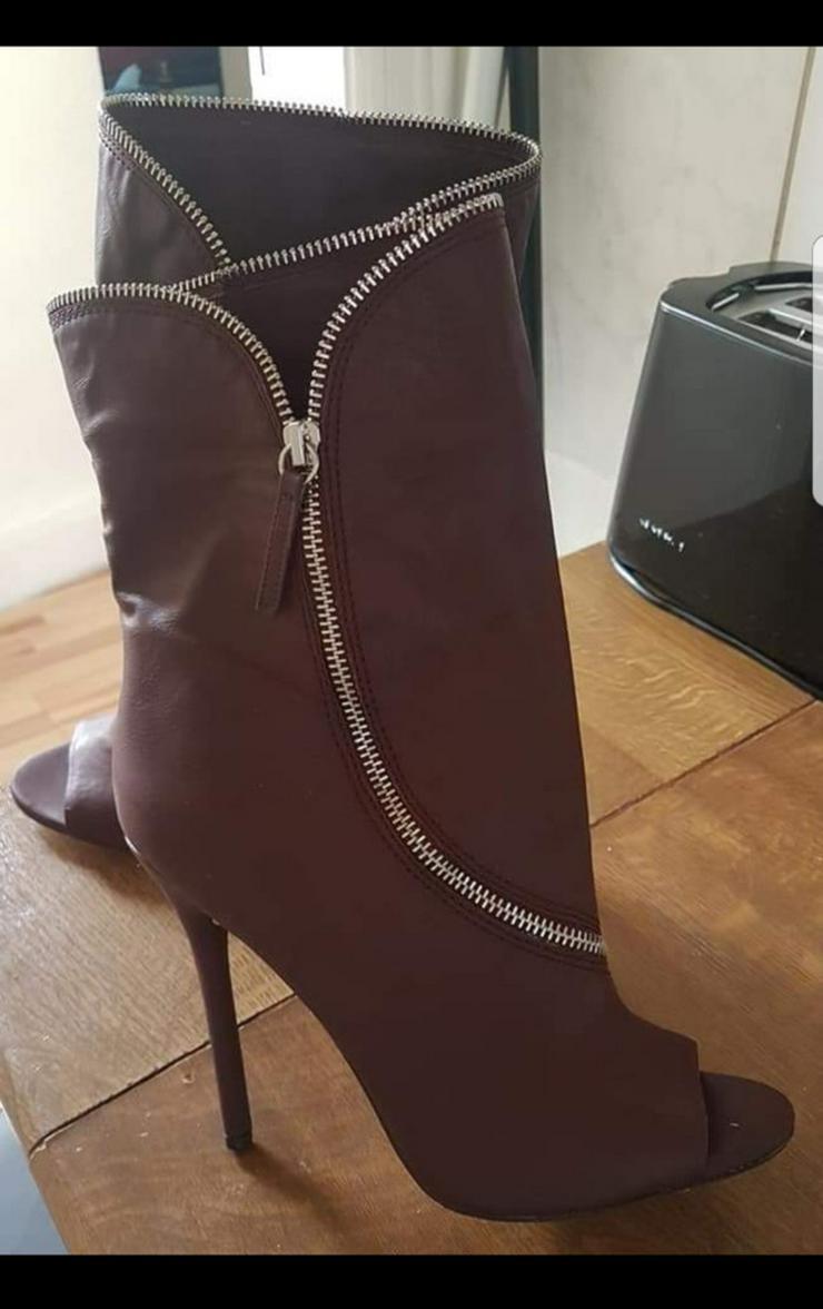 Bild 4: Schuhe