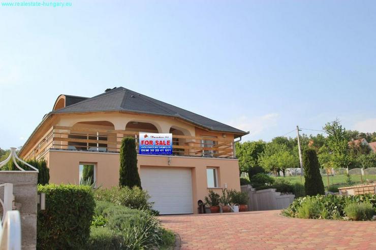 Villa mit Blick auf den Balaton - Auslandsimmobilien - Bild 1