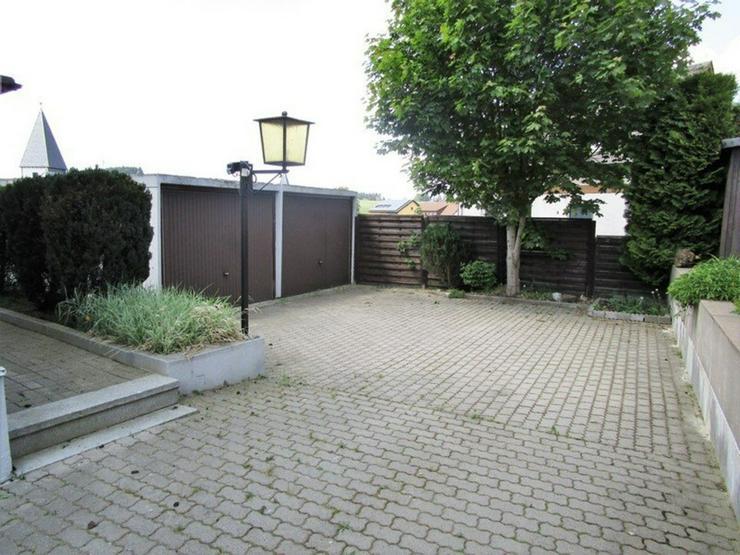 Bild 2: 3 km von Bad Steben: Einfamilienhaus mit 2 Garagen im Frankenwald