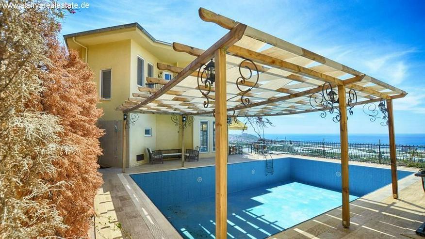 Bild 2: REDUZIERT ! Geräumige voll möblierte 8 Zimmer Luxus Villa mit privat Pool und Meerblick