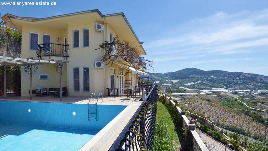 Bild 4: REDUZIERT ! Geräumige voll möblierte 8 Zimmer Luxus Villa mit privat Pool und Meerblick