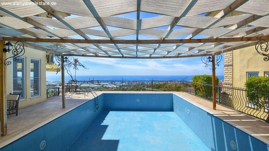 Bild 3: REDUZIERT ! Geräumige voll möblierte 8 Zimmer Luxus Villa mit privat Pool und Meerblick