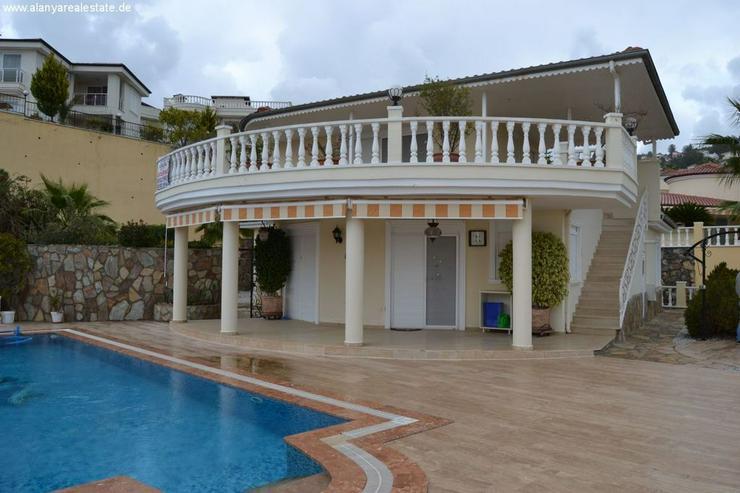 Bild 2: Exclusive Villa mit privatem Pool in sehr gepflegtem Villenpark