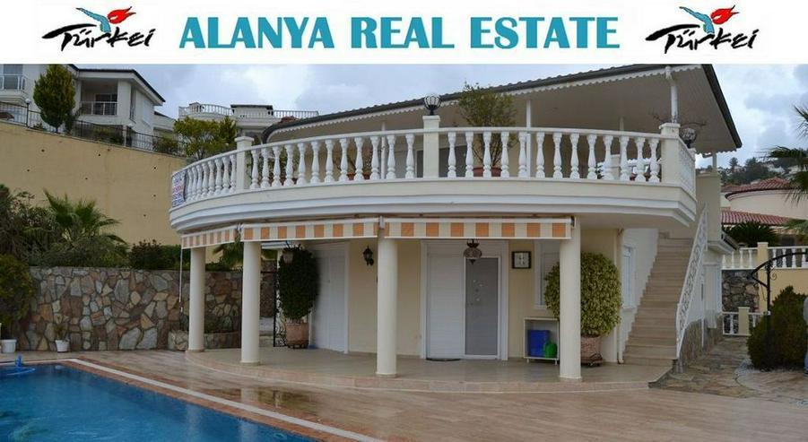Exclusive Villa mit privatem Pool in sehr gepflegtem Villenpark - Bild 1