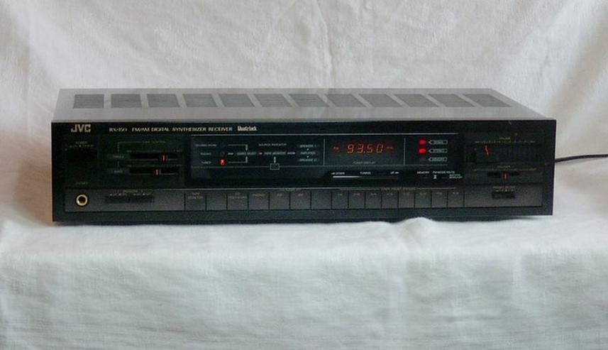 Bild 2: JVC-Receiver, Onkyo-Tuner, BSR-Plattenspieler
