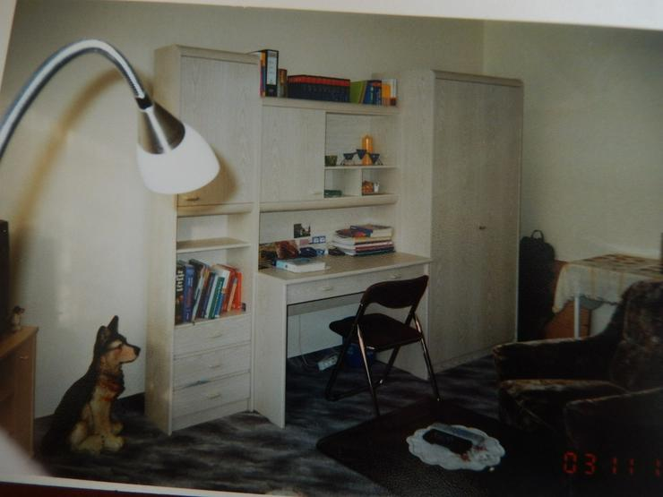 Schreibtisch, Kleider-, Wohnzimmerschrank