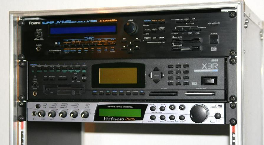 Bild 2: Roland Super JV 1080 mit Expansion und CARD