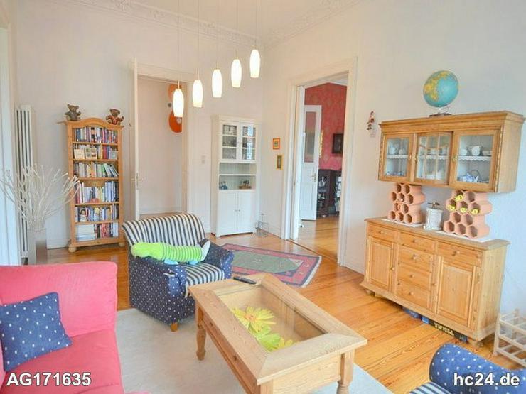 Möblierte 5-Zimmer Altbauwohnung mit Internet, PKW-Stellplatz und Balkon in Wiesbaden