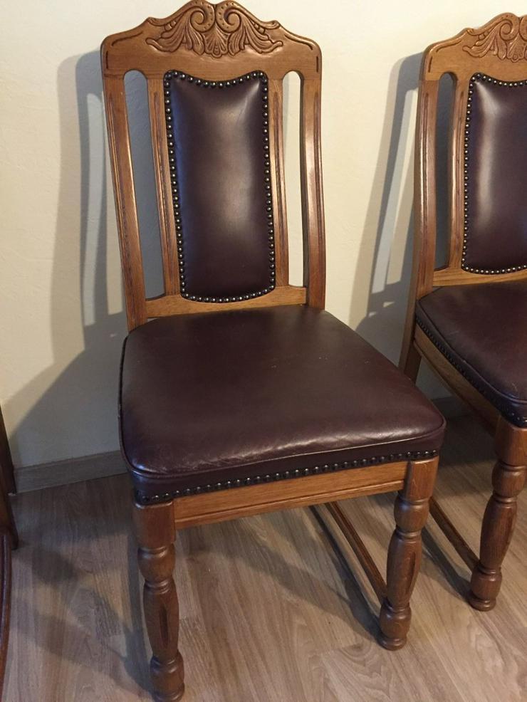 Bild 2: 6 hochwertige Eichenstühle, mit Ledersitzfläche