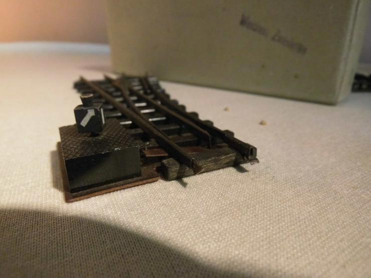 Bild 4: 2 alte Weichen Modellbahn Spur H0 / rechts + l
