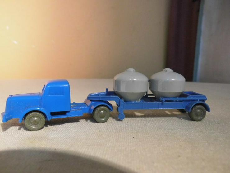 LKW mit Zementsilohänger für Modellbahn H0 um - Spur H0 - Bild 1