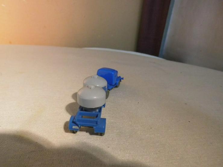 Bild 4: LKW mit Zementsilohänger für Modellbahn H0 um
