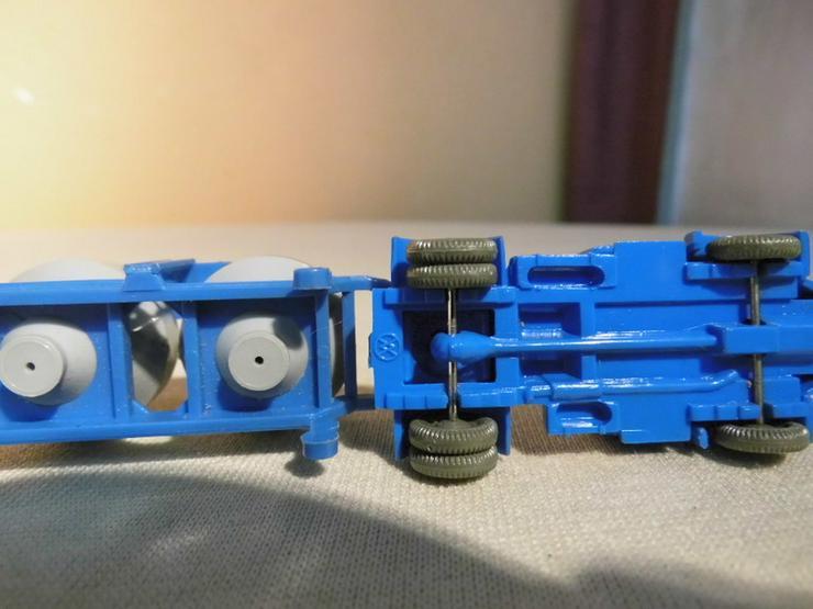 Bild 5: LKW mit Zementsilohänger für Modellbahn H0 um