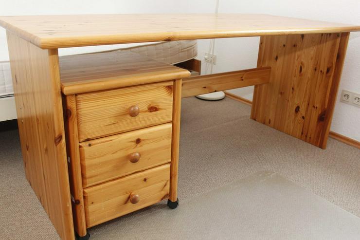 Kiefernmassivholz-Schreibtisch